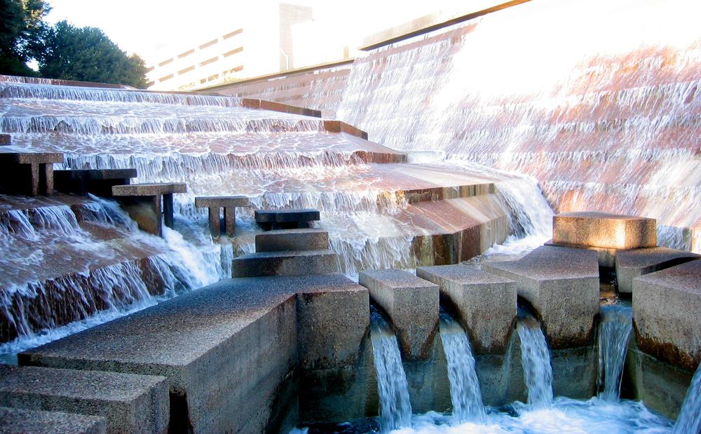 Fort_Worth_Water_Gardens.jpg