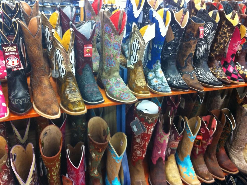 Women's_cowboy_boots.JPG