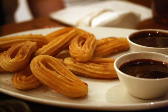 Churros-and-Chocolate_lzccag.jpg
