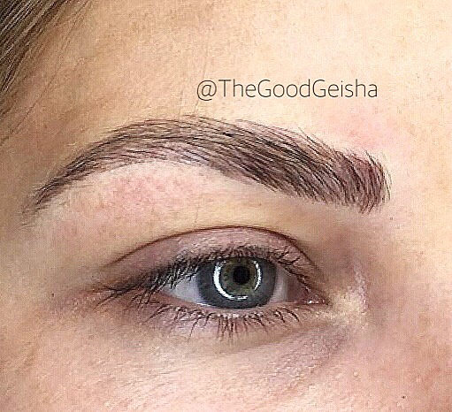 Check out my girl @lauryn.thegoodgeisha and her work! So natural and fluffy!!! She was born to do this!! I SWEAR! 😍 . . . P.S. I zoomed into the photo to show you how delicate her work is! Sorry for the pixeclizated photo. . .  @lauryn.thegoodgeisha WWW.GOODGEISHA.COM . . . #thegoodgeisha #annavictorias #perfectbrows #tattoofixer #microblading #micropigmentation #the6ix #eyebrows #brows #browsonfleek #tattoo #facetattoo #3Dbrows #mac #makeup  #sephora #wakeupandmakeup #torontostyle #archaddicts #eyebrowsonpoint #makeupbloggers #HDbrows