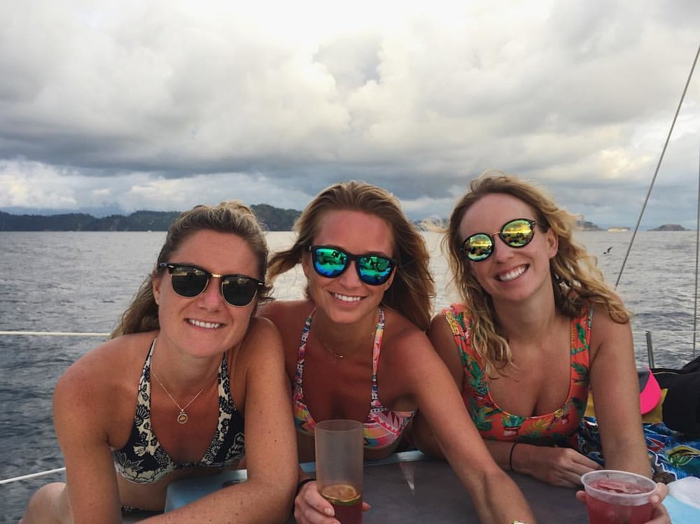 Kirsten is the one in the middle with her new blonde friends on the SYB Dominical Adventure in January 2017.
