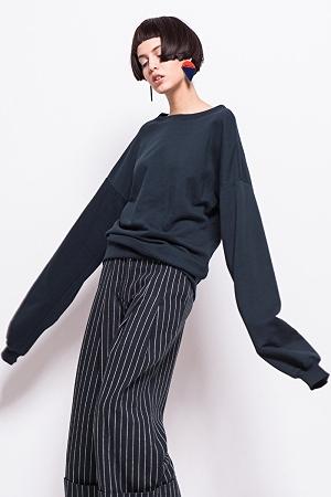 Blue extra long sleeve sweatshirt ( 45$ )