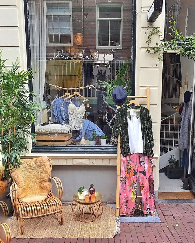 @tejilingam vintage stores in Amsterdam....theyl make you cry. 👌🏻👌🏻