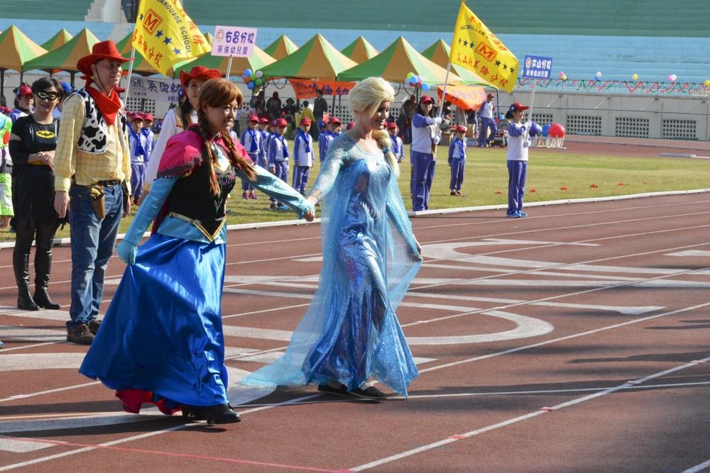 Elsa & sister Anna