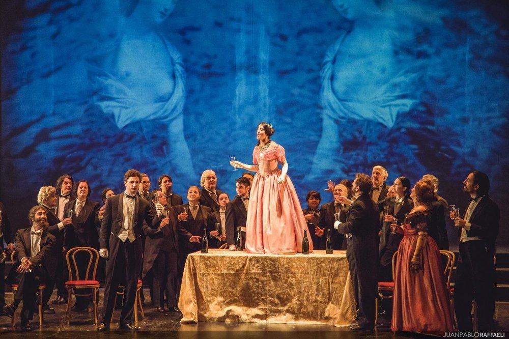 La Traviata - teatro Avenida proyecciones