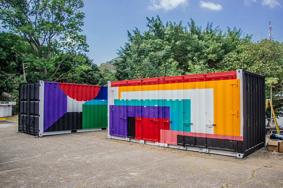 The containers were intervened by Panamanian contemporary artist Cisco Merel.