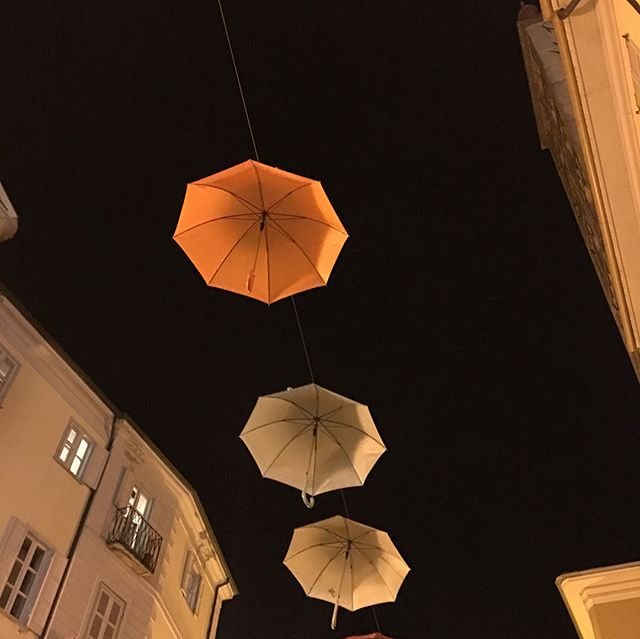 An evening stroll through Biella, Italy at the base of the Alps between Turin and Milan ~ renowned as the center of fine wool production in Italy 🇮🇹 #umbrella #italy #biella #boccadilupo #alps #wool #italianfabric