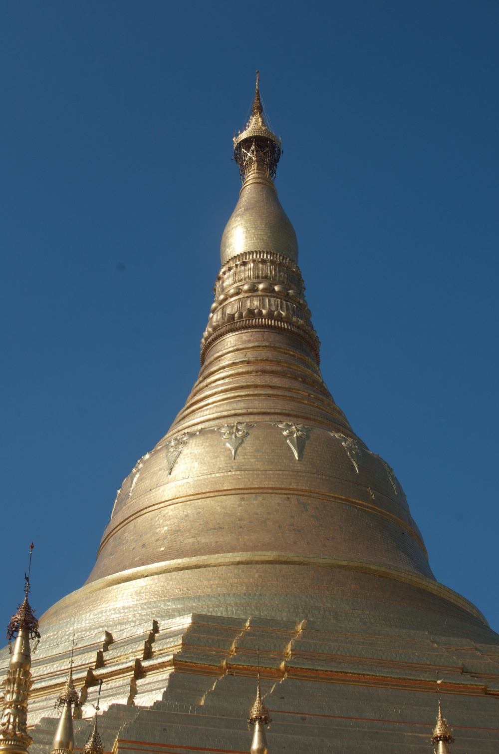 There it is in all its golden glory. The biggest stupa in Burma, and perhaps the world, at 99m tall.