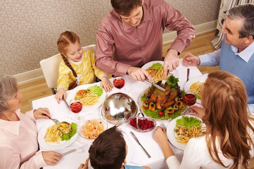 6107406_M_Dinner_Family_Children.jpg