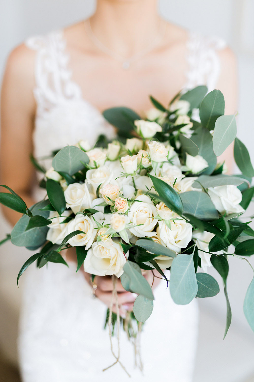 wedding-photography-portugal-bride-floral-bouquet-8.jpg