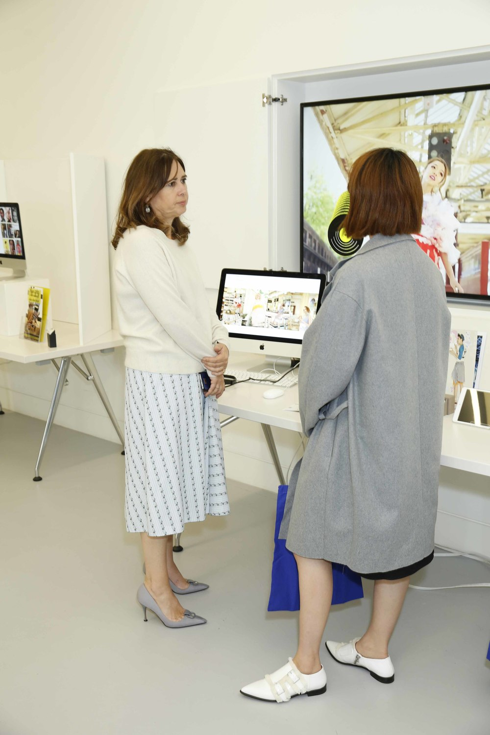 Alexandra Shulman, the editor-in-chief of British Vogue viewing my project