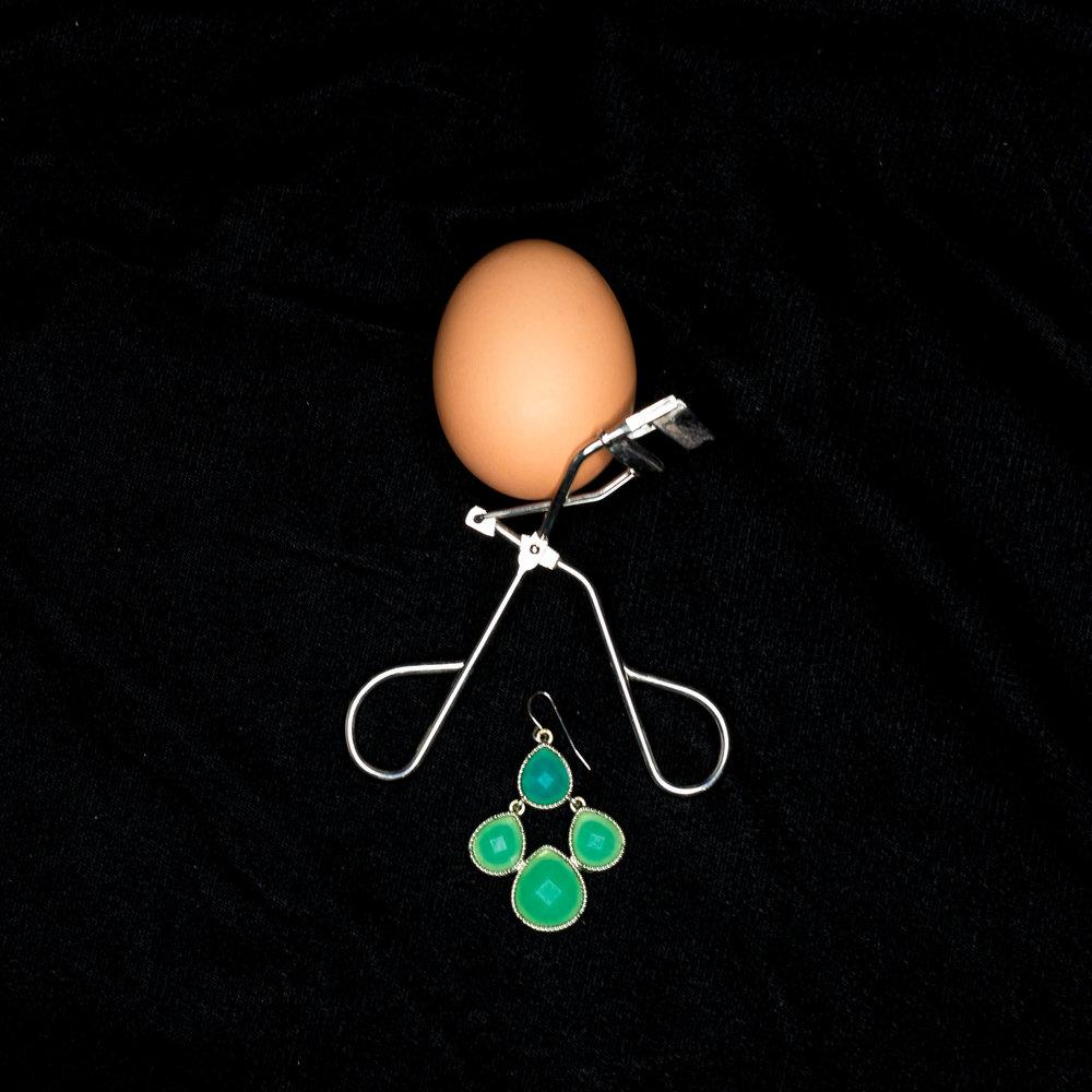 E Eyelash Curler Earring Egg