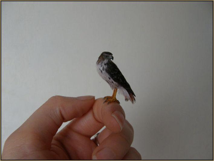 redtailedhawkscultptureminiature1gb.jpg