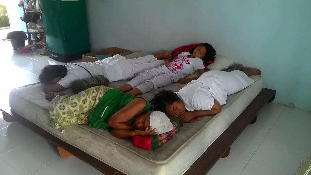 Sovande tjejer.jpg