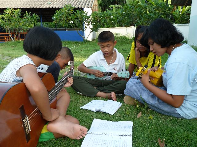 Non playing Ukulele 2011.jpg