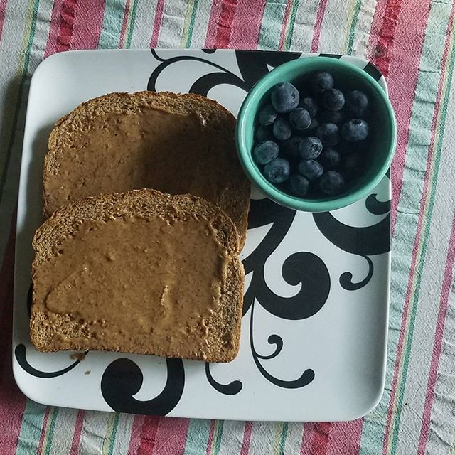Good morning, mommas! Who's looking for a quick breakfast that can help boost breast milk supply this morning? We mixed a bit of our Cinnamon Vanilla smoothie mix with amond butter for a decadent-tasting toast topping that helps fuel our day and fill our boobs! Want to try your own MOMMA mix toast creation? Find us on Amazon and be sure to share your recipes with us:http://amzn.to/2lutNAR.