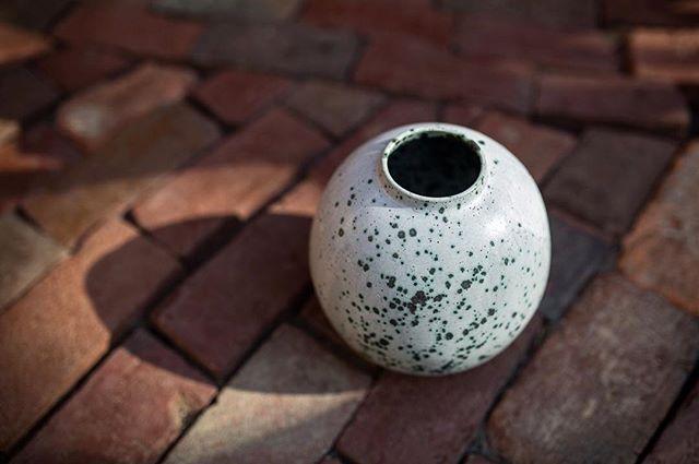 So many speckles #ceramics #pottery #handmadeceramics #handmade #potsinaction #wheelthrown #mv #marthasvineyard #glaze #madeinaskutt #clay #stoneware #skuttkilns #ceramicsaretrending #cremerging