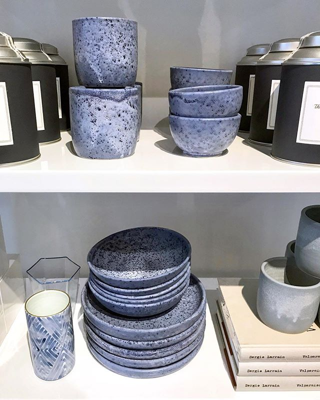 If you're on the island head over to @shopsalte @lennoxandharvey and @vineyard_decorators today for last minute pottery gifts! (& lots of other goodies too) 🎁 #ceramics #pottery #handmadeceramics #handmade #potsinaction #wheelthrown #mv #marthasvineyard #glaze #madeinaskutt #clay #stoneware #skuttkilns #ceramicsaretrending #cremerging