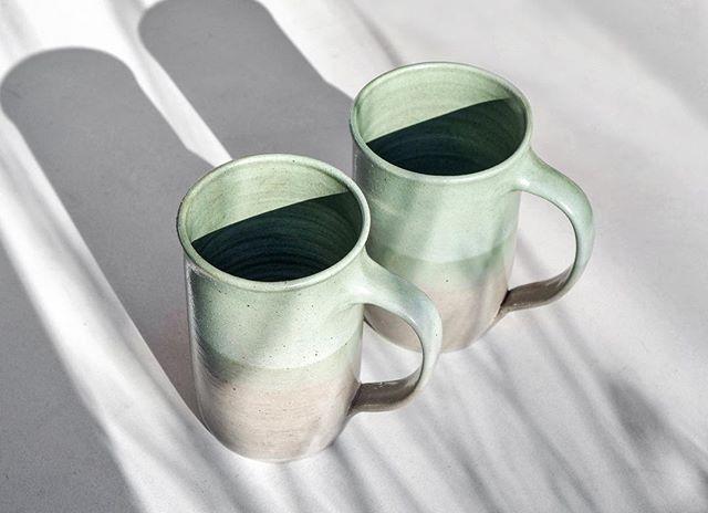 👯♀️ @lamplighterbrew #ceramics #pottery #handmadeceramics #handmade #potsinaction #wheelthrown #mv #marthasvineyard #glaze #madeinaskutt #clay #stoneware #skuttkilns #ceramicsaretrending #cremerging