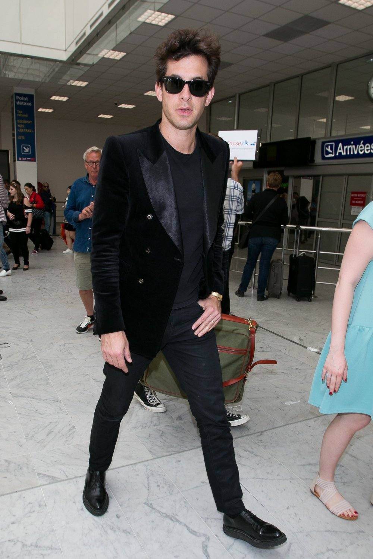 gq-mark-ronson-tuxedo-airport.jpg