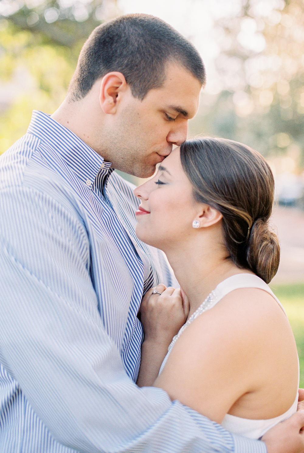downtown-savannah-engagement-session-savannah-soiree-vitor-lindo-photography