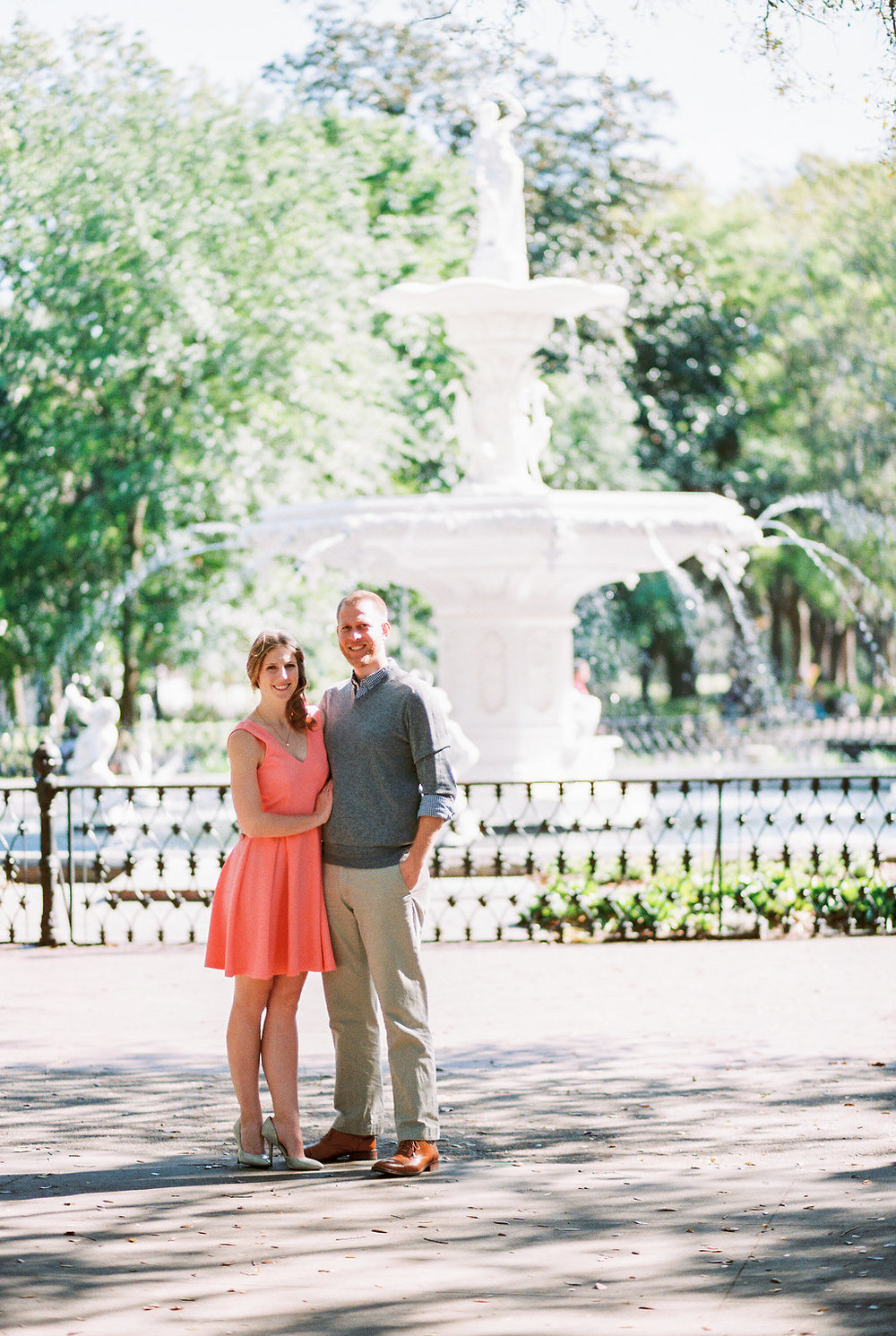 savannah-engagement-forsyth-park