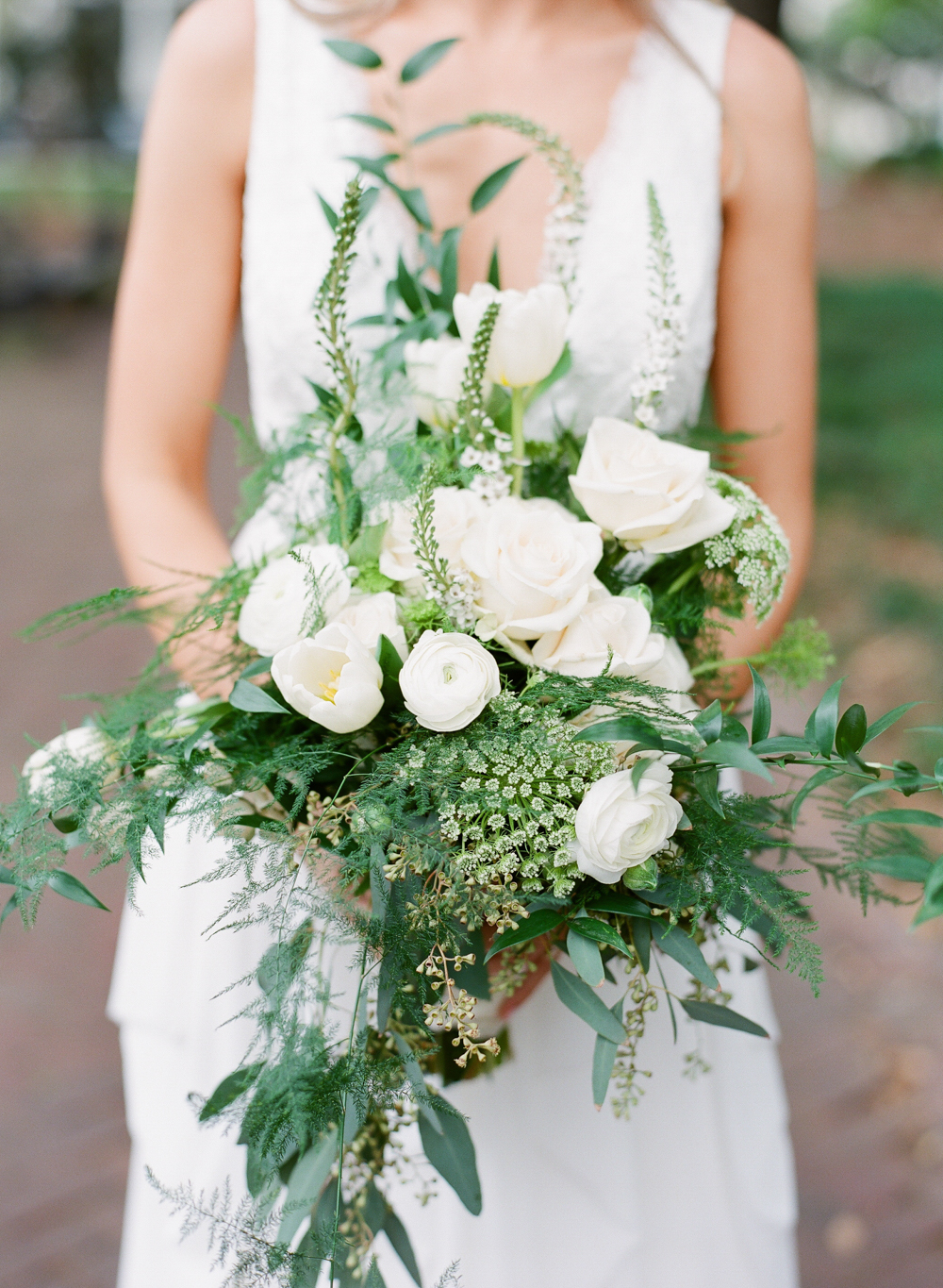 Bouquet by  Beth Owens  | Photography by  The Happy Bloom