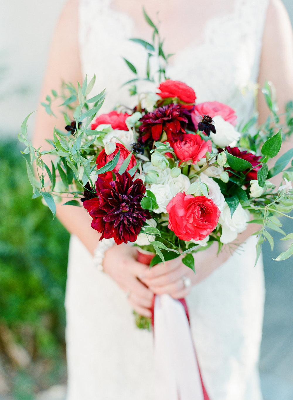 Bouquet by  Kato Floral Design | Photography by  The Happy Bloom