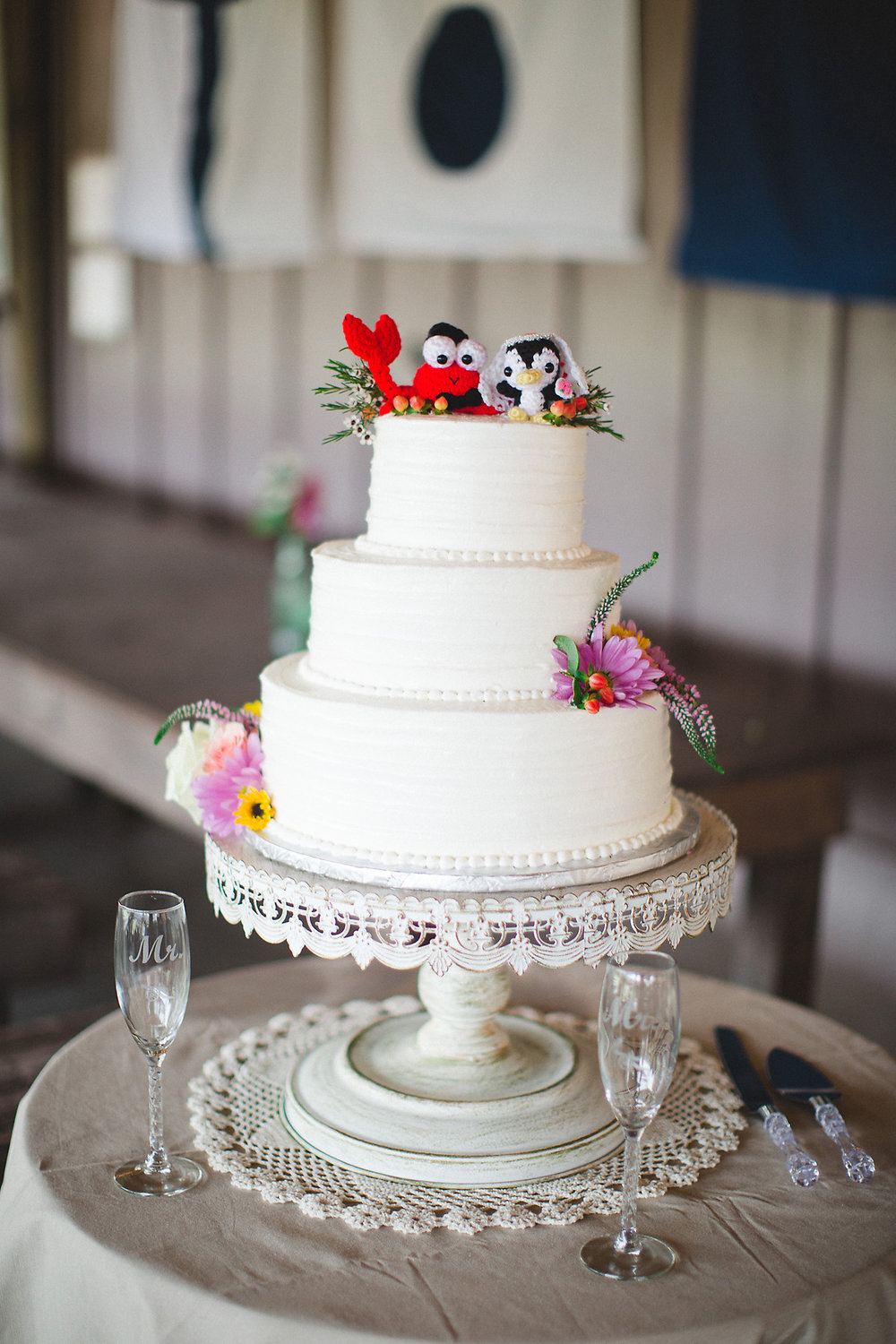 Cake by  Wicked Cakes of Savannah , Photography by  Izzy Hudgins Photography