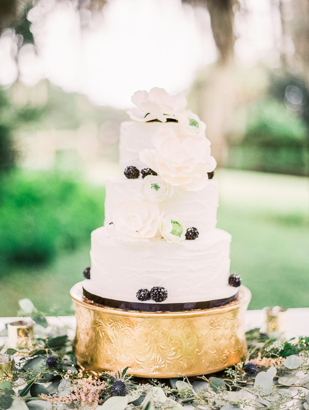 Cake by  Wicked Cakes   of Savannah , Photography by  Vitor Lindo Photo + Video