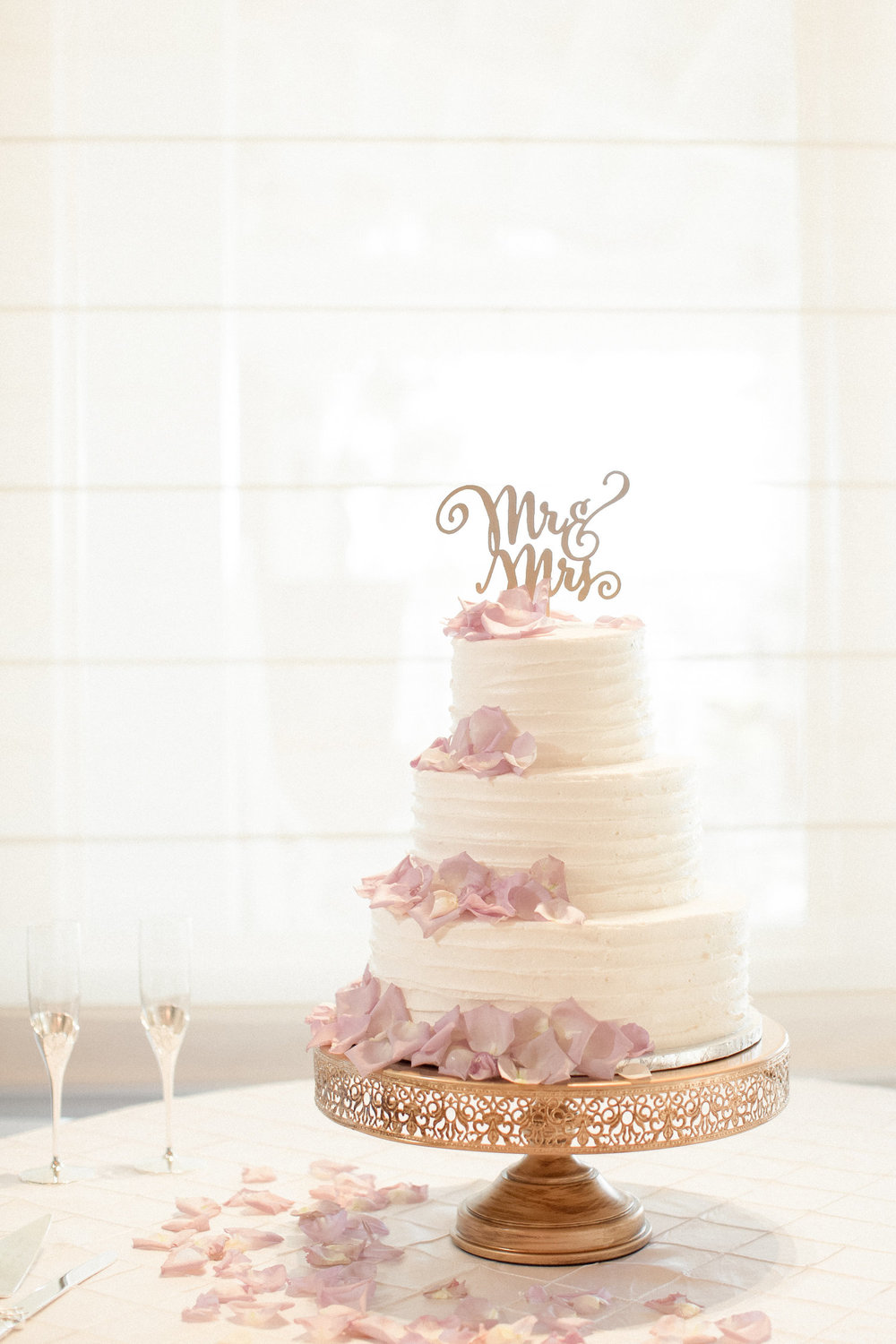 Cake by  Flirt with Dessert , Photography by  Lyndi and Jason Photography