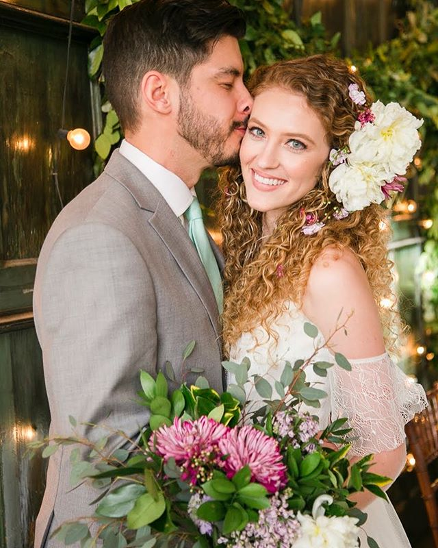 Romantic boho meets mid century modern in this ethereal #styledshoot captured by @jenneddinephotography! Swipe for a peek and see every last detail now on Savannah Soiree. Link in profile!  Wedding Vendors: Photography @jenneddinephotography Venue @sohosouth  Dress & Florals @ivoryandbeau  Cake @thetopiary  Hair @a_wildflower_gypsy  Makeup @_givemeface  Styling @resplendentliving @santiagoprintco Hardwood Napkins @daughter_handwovens
