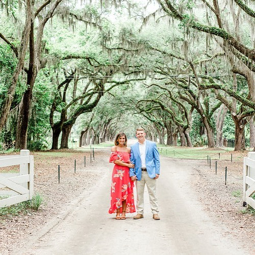 Jerika and Spencer met #georgiaweddingphotographer, @virginiagreenephotography in the #lowcountry for an #engagementsession full of southern charm historic beauty! See the full session now on Savannah Soiree. Link in profile!