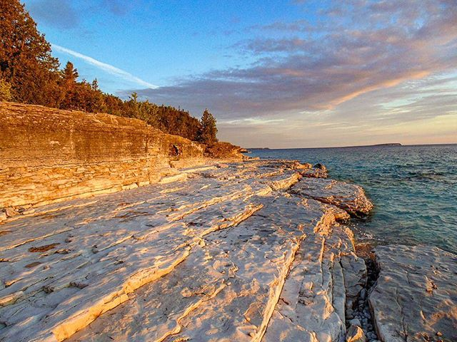 Stunning views from Bruce Peninsula National Park! . . . . .  #adventure #overhangadventures #fun #awesome #nature #goplayoutside #overhang #smile #ontario #yourstodiscover #camping #outside #outdoors #wilderness #natureporn #brucepeninsula