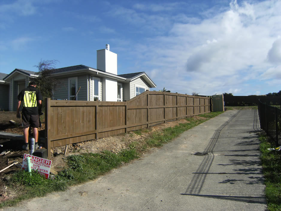 Hatfield Bch Custom Timber fence.jpg