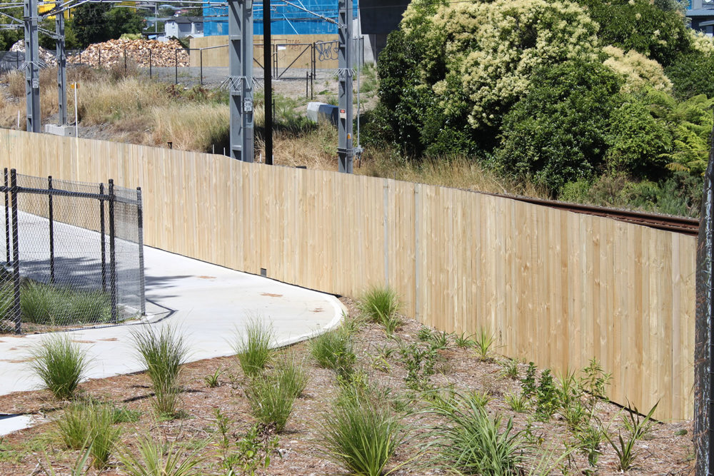 Waterview Connection Custom Timber Fencing .jpg
