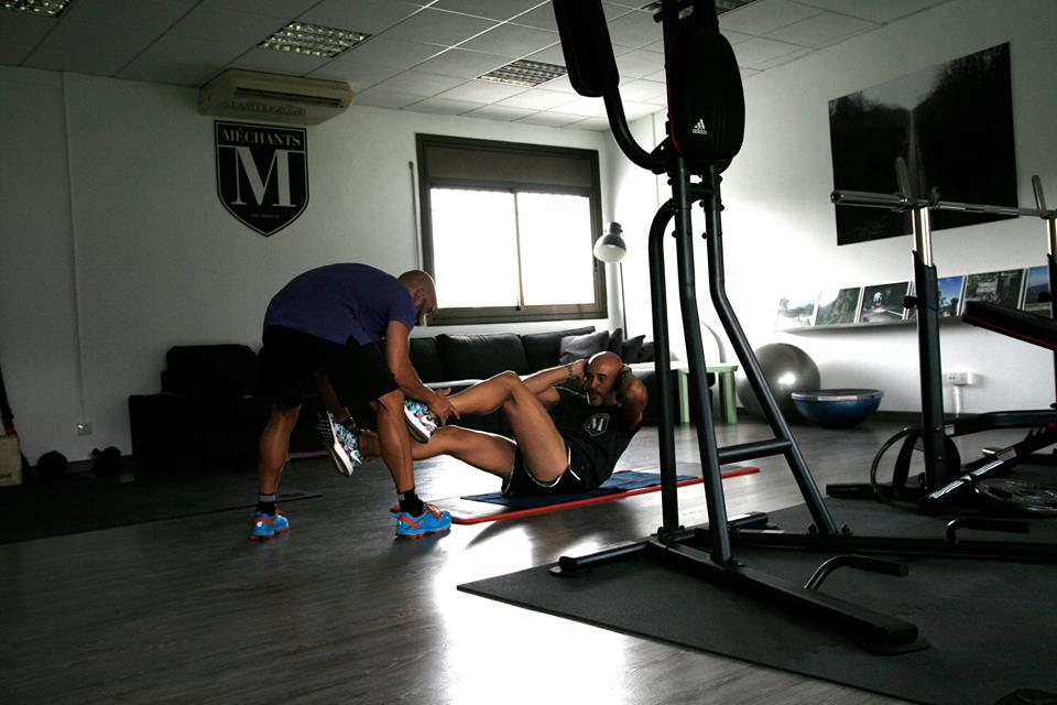 A Méchant works out in Pavé's gym