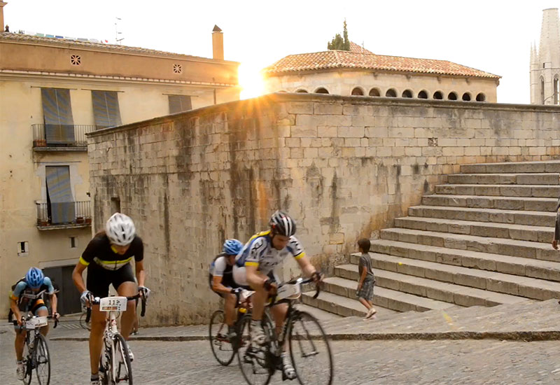 The hill climb over cobbles