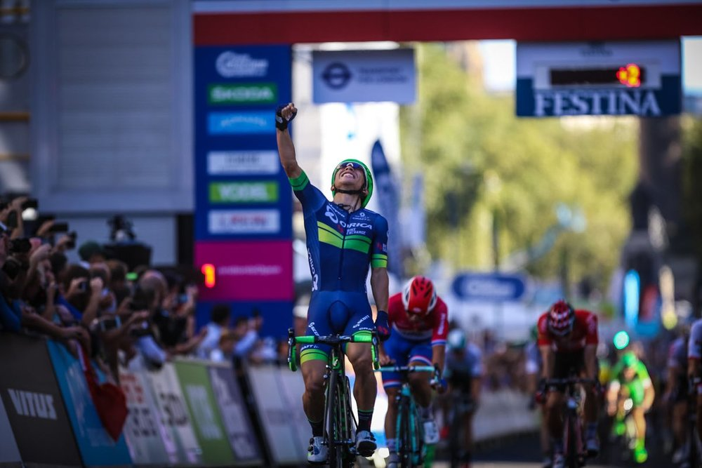 Caleb Ewan takes Stage 1