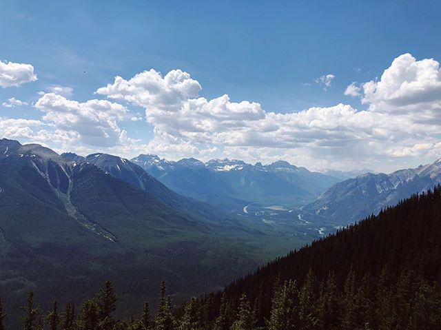 My last share from my visit to Banff 🇨🇦. Missing these views and looking forward to bringing my family so they can experience this beauty for themselves. 💙