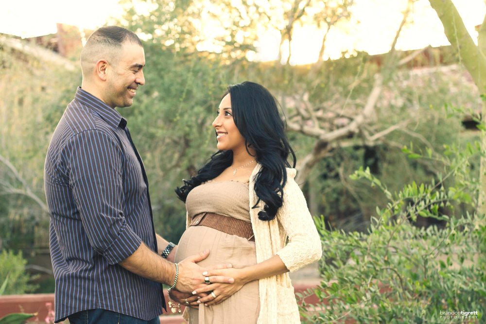 Creative Maternity Poses - Scottsdale AZ Photographer