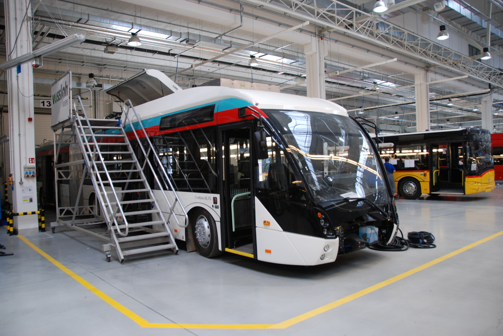 Pohled na rozpracovaný trolejbus pro Esslingen ve výrobním závodě společnosti Solaris. (foto: Libor Hinčica)