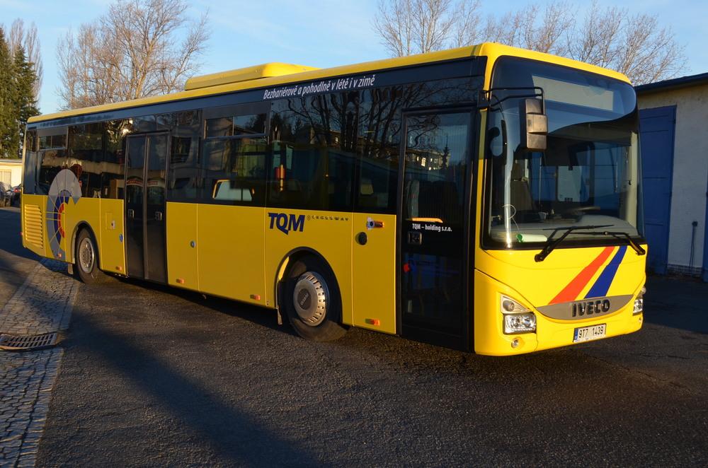Jeden z dvojice nových Crosswayů 12M LE, který je součástí celkem osmikusové dodávky vozů značky Iveco Bus pro opavského dopravce TQM. (foto: TQM - holding s. r. o.)