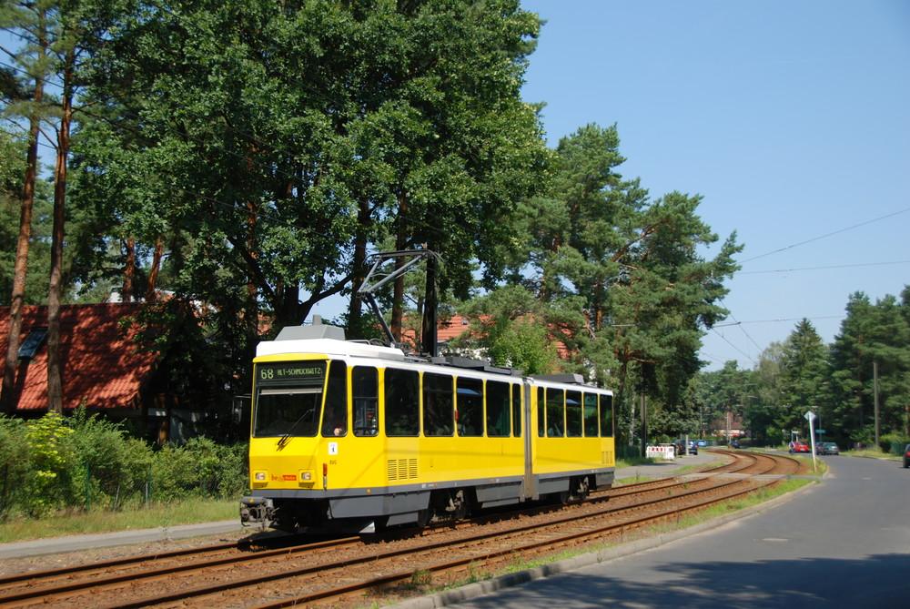 Řady tramvají KT4D vyrobených v Československu se neustále zmenšují. Po dokončení dodávky nově objednaných 47 vozů Flexity Berlin by už v provozu neměla zůstávat nadále ani jediná. (foto: Libor Hinčica)