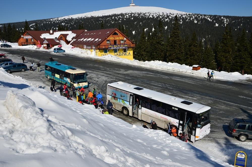 Skibusy do Jeseníků a Beskyd provozované Arrivou Morava zahájí provoz 26. 12. 2015. (foto: ARRIVA MORAVA)