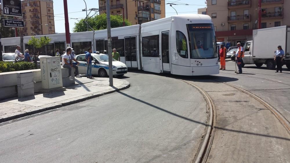 Tramvaj Bombardier Flexity Outlook při jedné z prvních zkušebních jízd v Palermu v červenci 2014. (zdroj: www.tram.palermo.it)