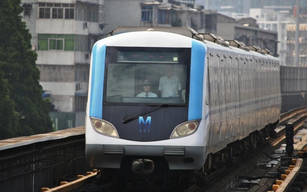 Ve městě Wu-chan jsou v provozu celkem 4 trasy metra o délce 128,7 km. První linka přitom byla otevřena teprve v roce 2004. (zdroj: Wikipedia.org)