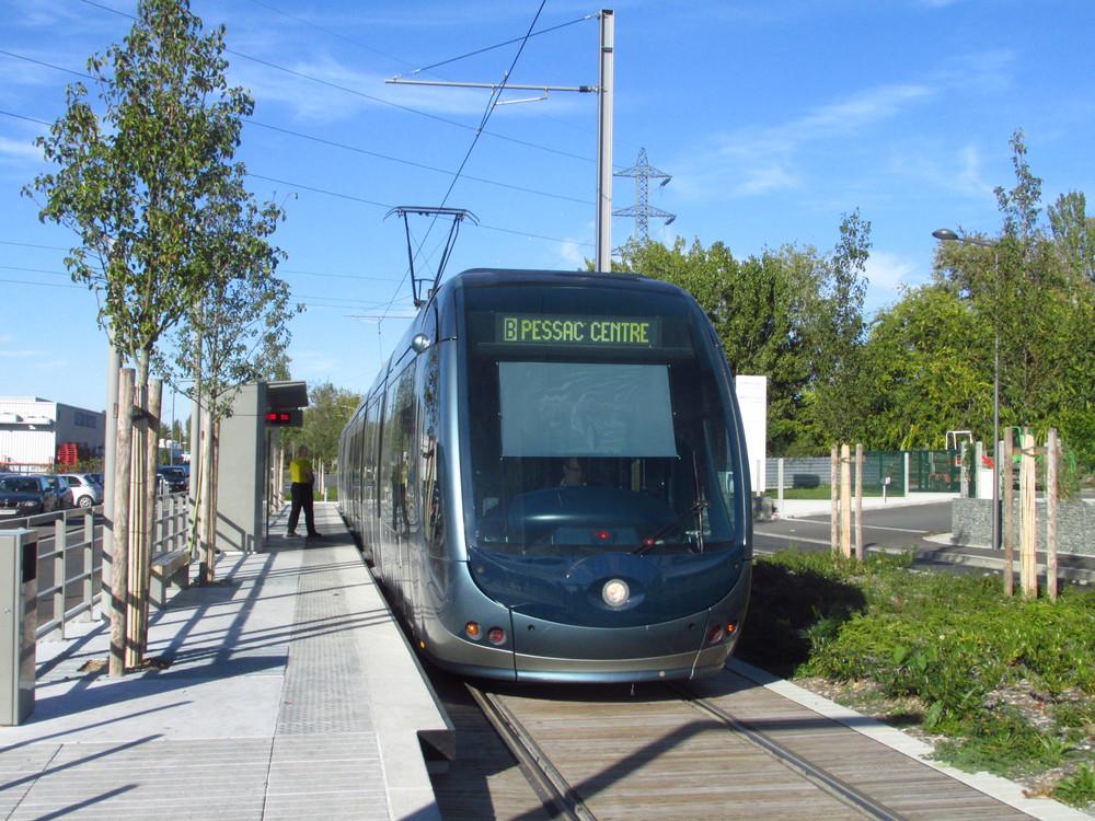 Pro své tramvaje zvolilo Bordeaux atypický design s jedním ústředním reflektorem. (foto: Ing. Filip Jiřík)