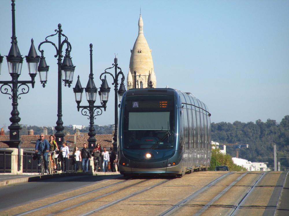 12 km tratí v Bordeaux je vybaveno systémem APS (se spodním přívodem proudu). (foto: Ing. Filip Jiřík)
