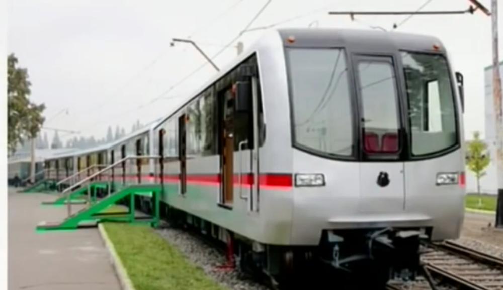 Nová čtyřvozová jednotka metra severokorejské produkce. (zdroj: KCNA)